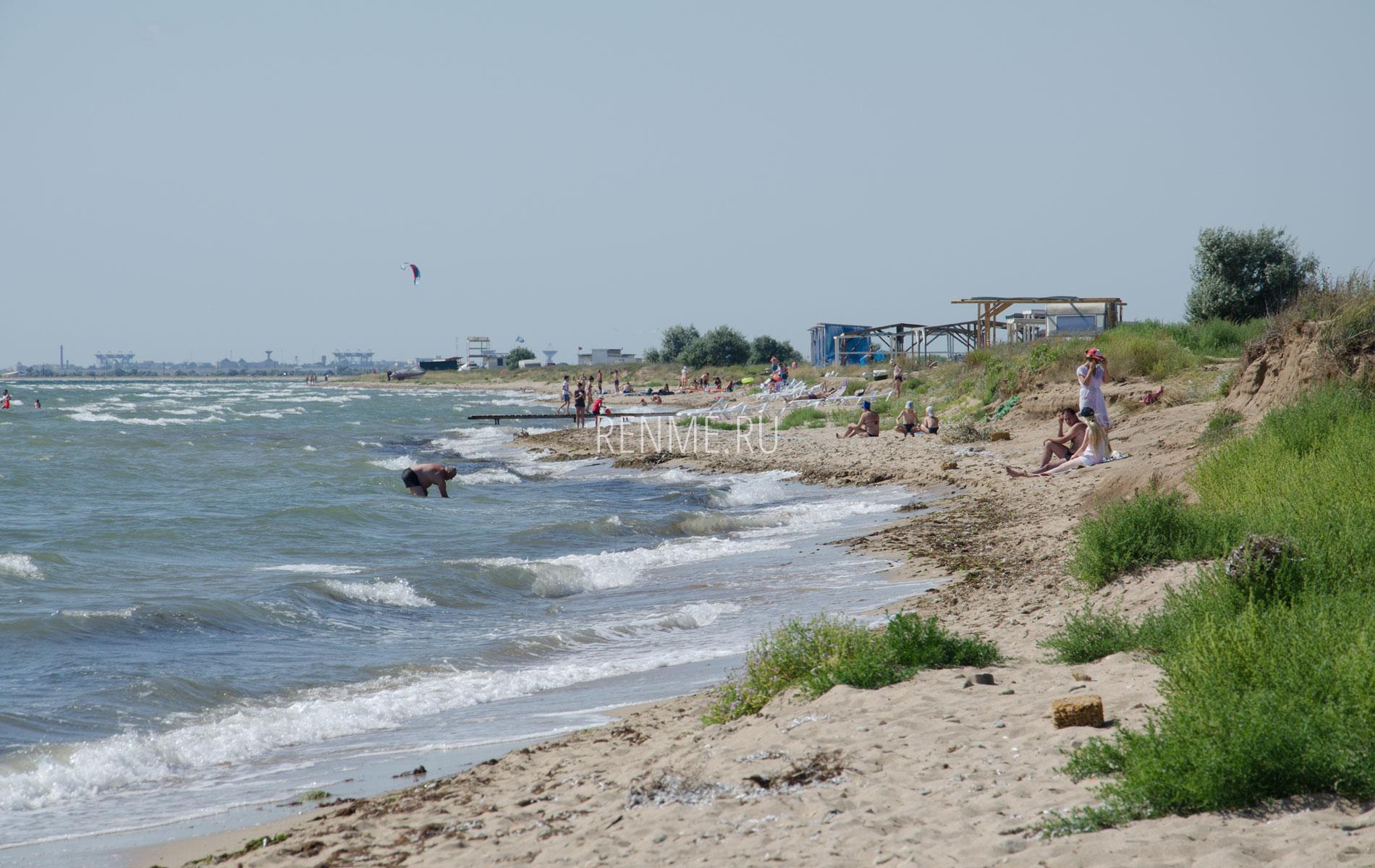 Дикий пляж Крыма в Заозерном. Фото Заозёрного