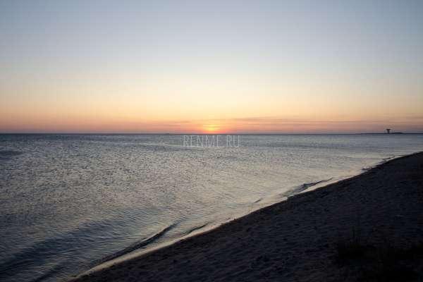 Закат на диком пляже в Крыму. Фото Заозёрного