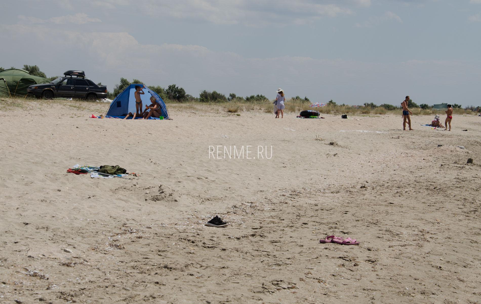С палаткой на пляж. Фото Штормового