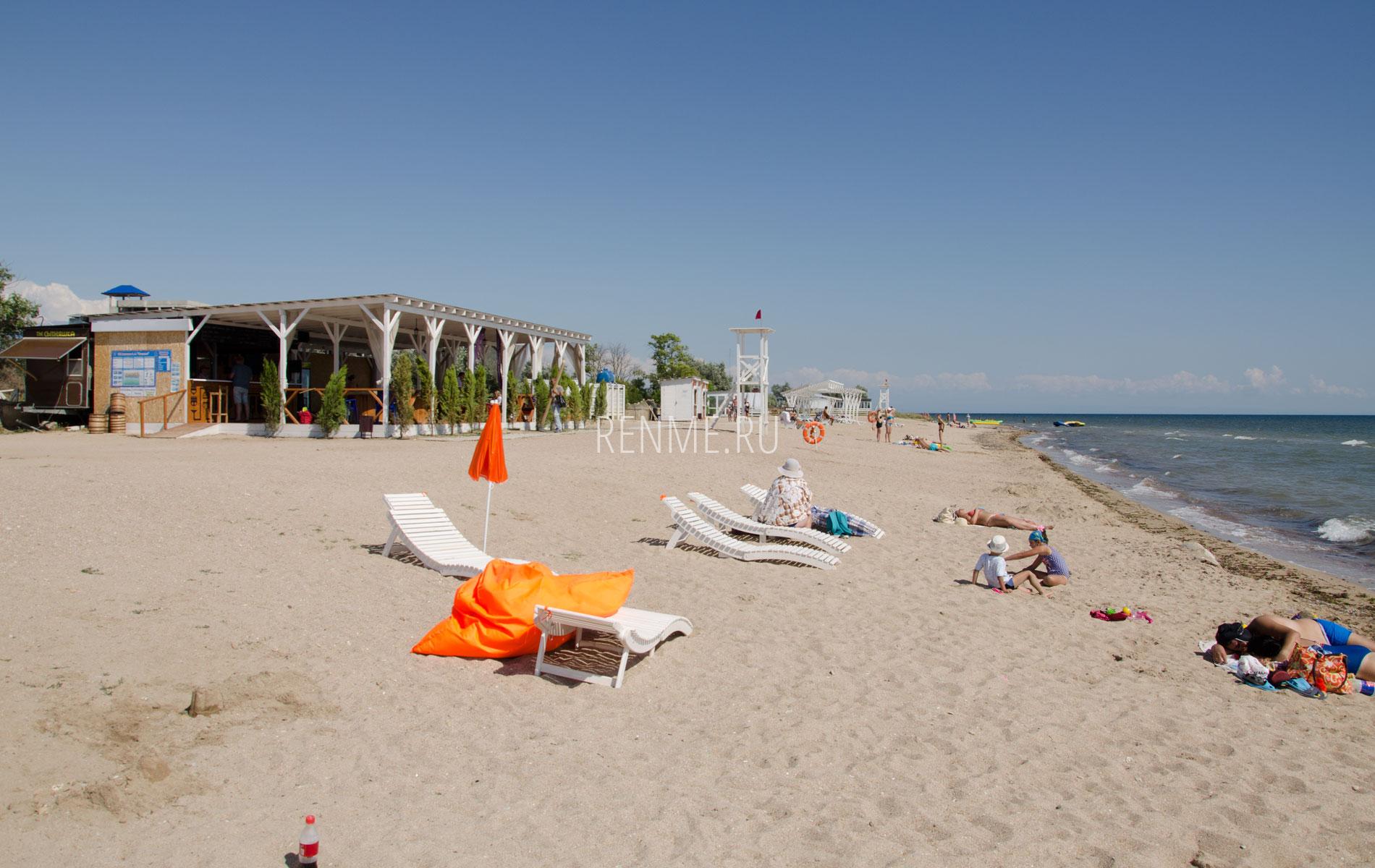 Кафе на пляже Калипсо. Фото Заозёрного