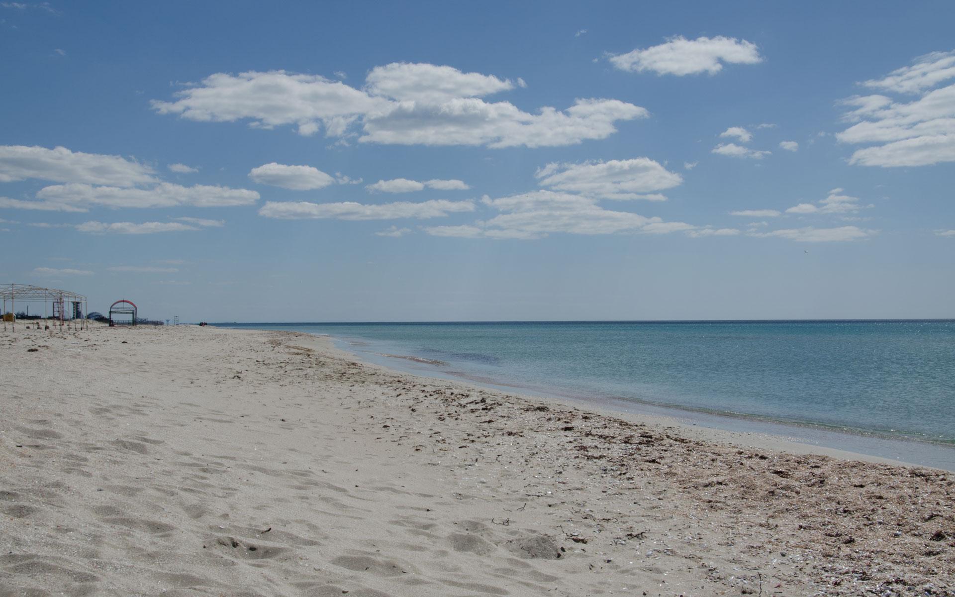 Пляж в межсезонье. Апрель 2019. Фото Поповки