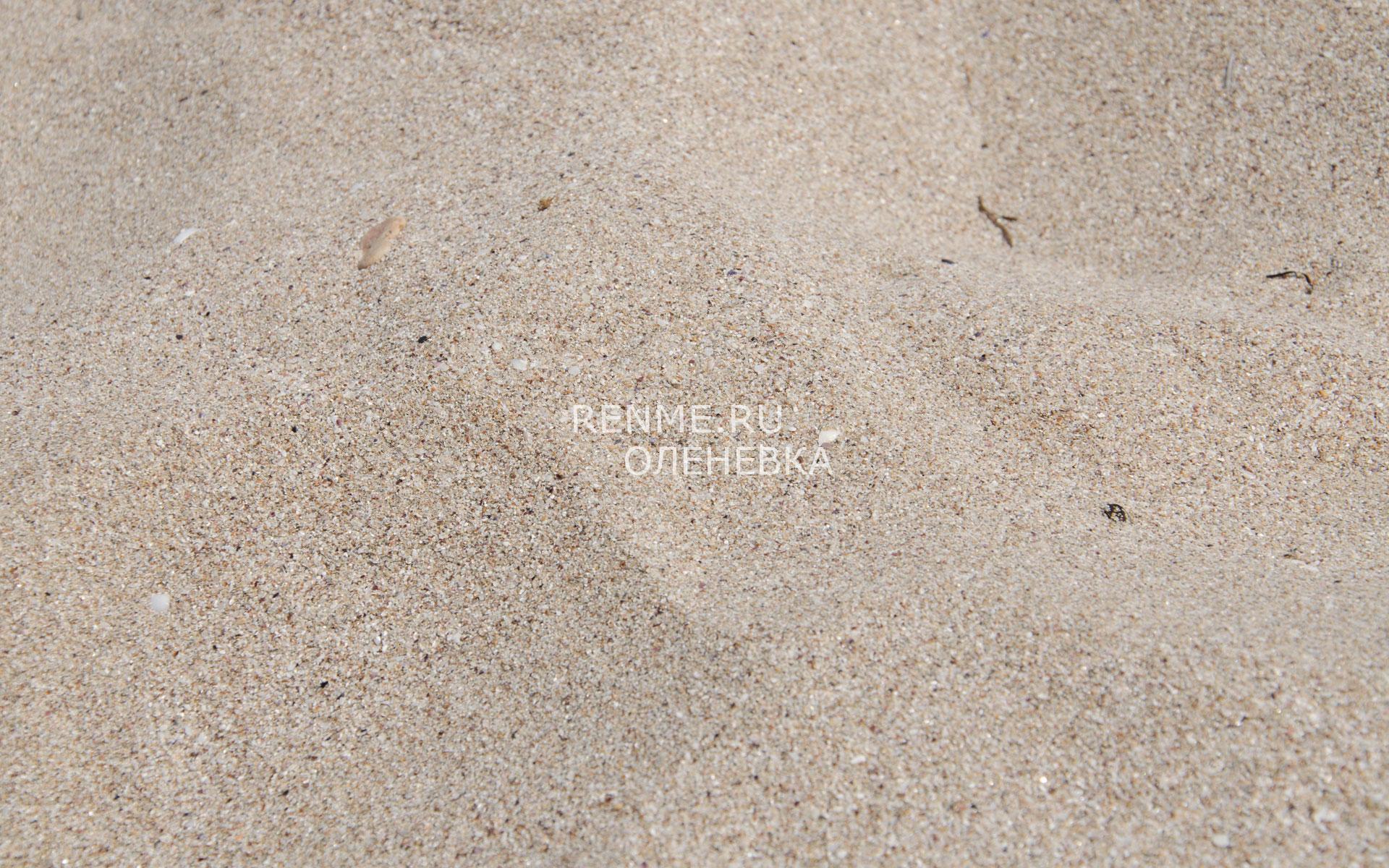 Пляжный песок в Оленевке. Фото Оленевки