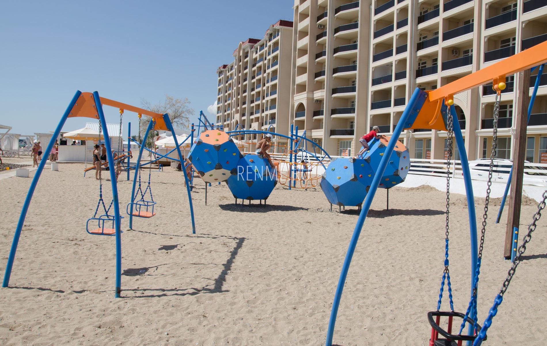 Пляжная детская площадка в Евпатории. Фото Евпатории