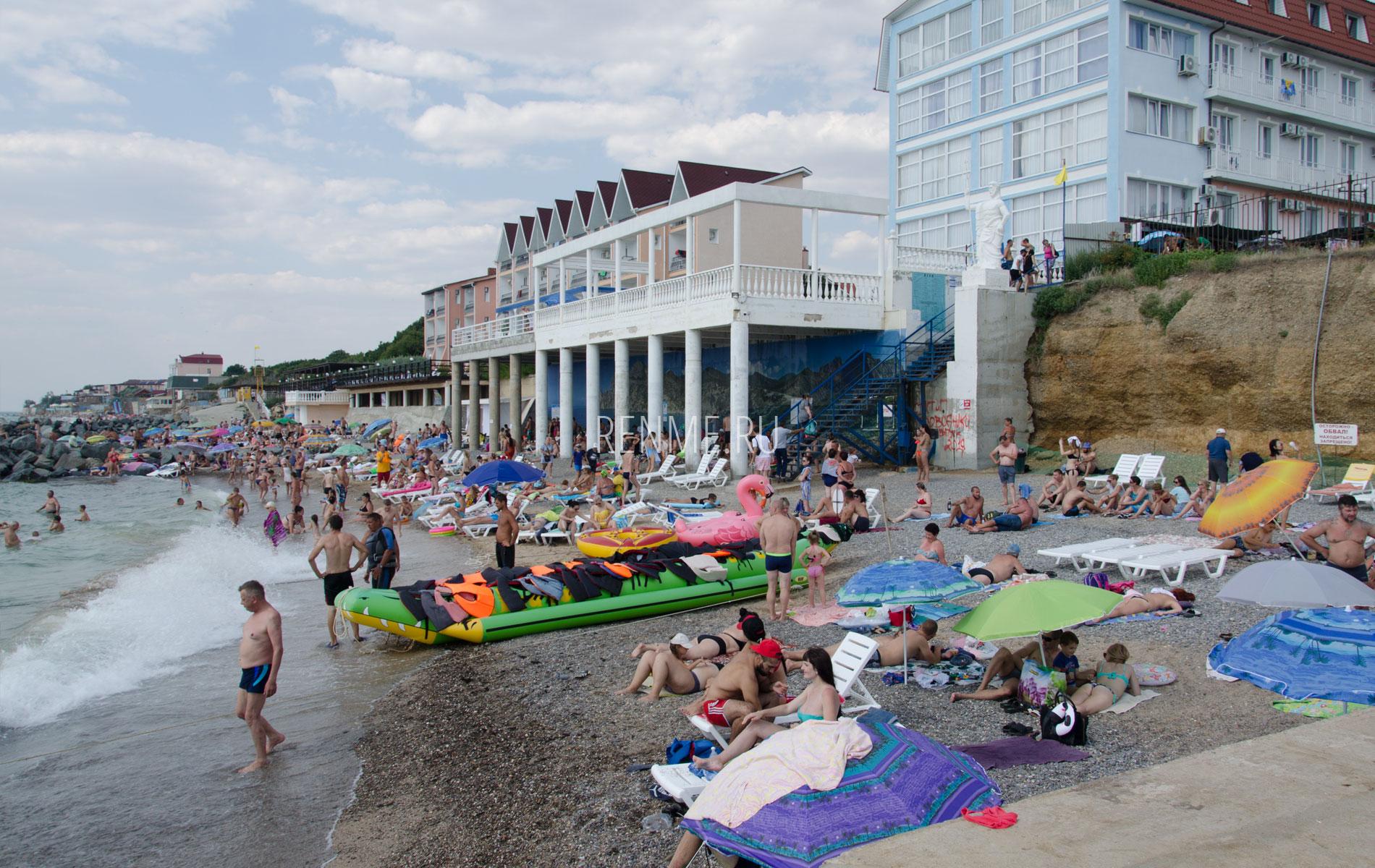 Пляж с удобствами в июле. Фото Николаевки