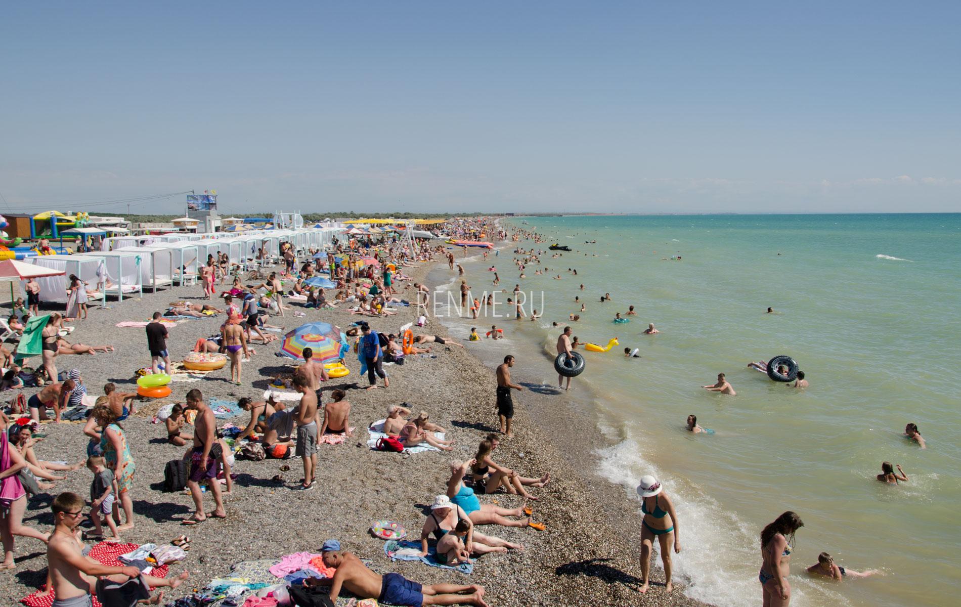 Бунгало, пляж и море. Фото Новофедоровки