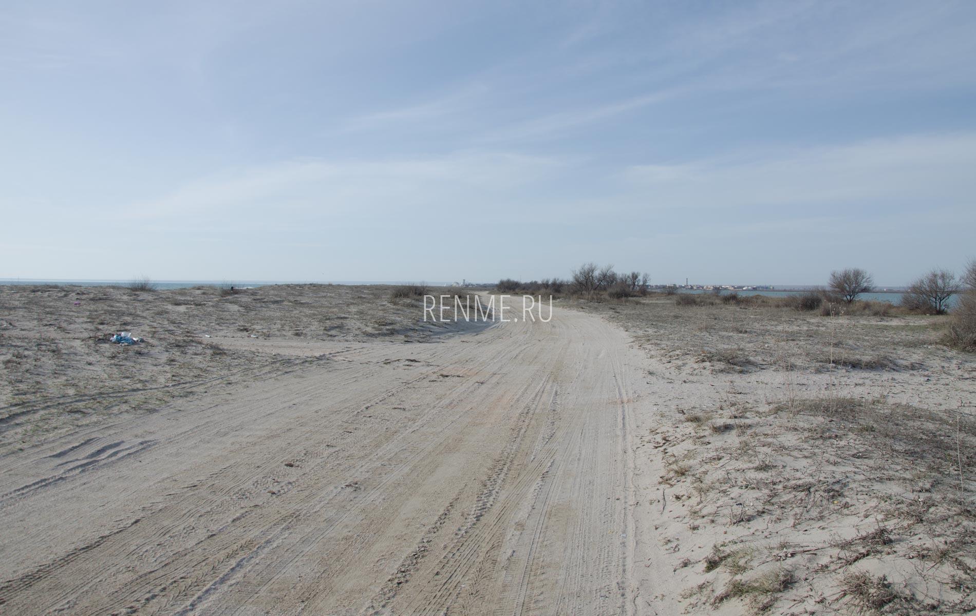 Дорога вдоль берега моря. Фото Поповки