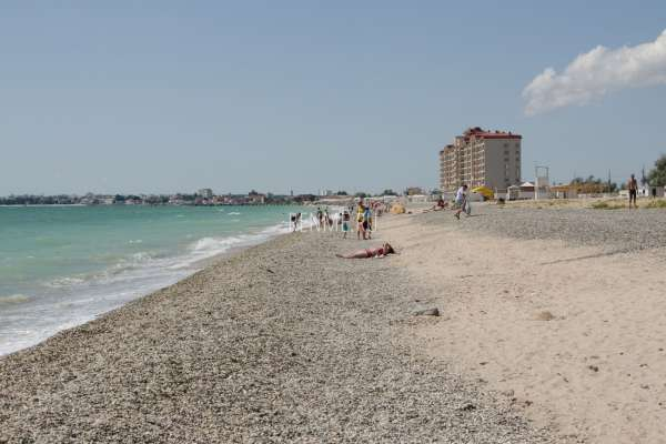 Золотой песчаный пляж летом 2019. Фото Евпатории