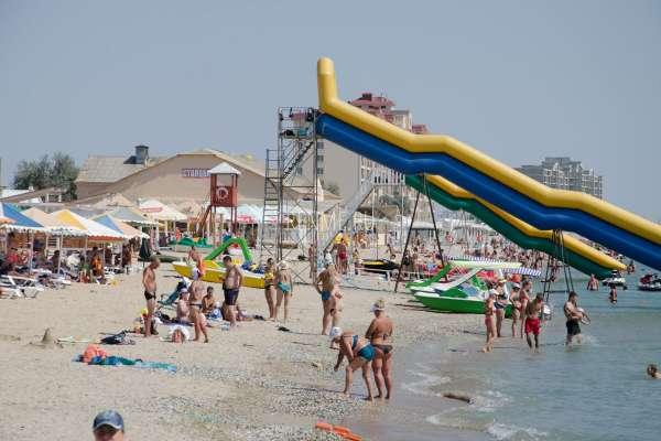 Водные развлечения на пляже. Фото Евпатории