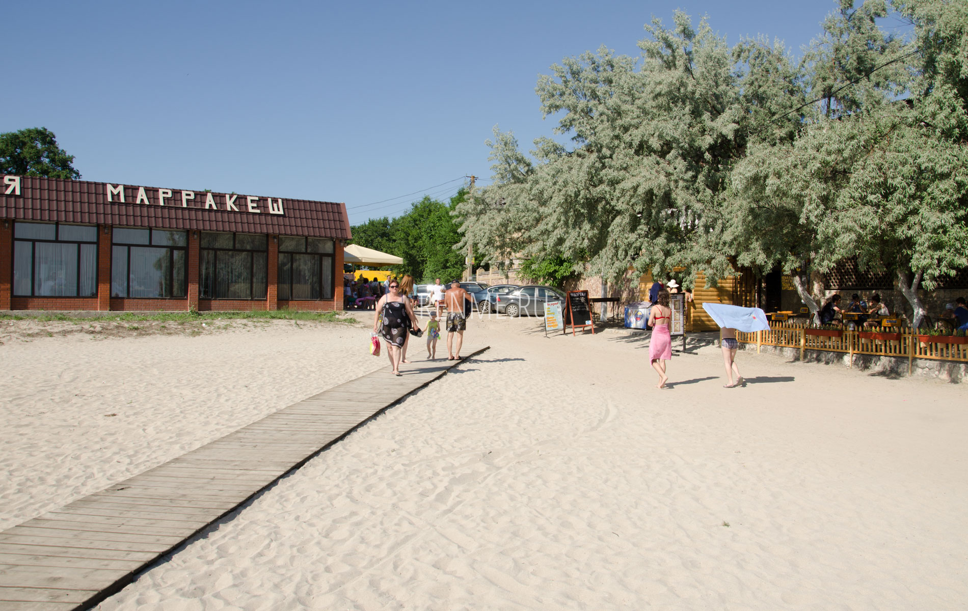 Вход на центральный пляж. Фото Межводного