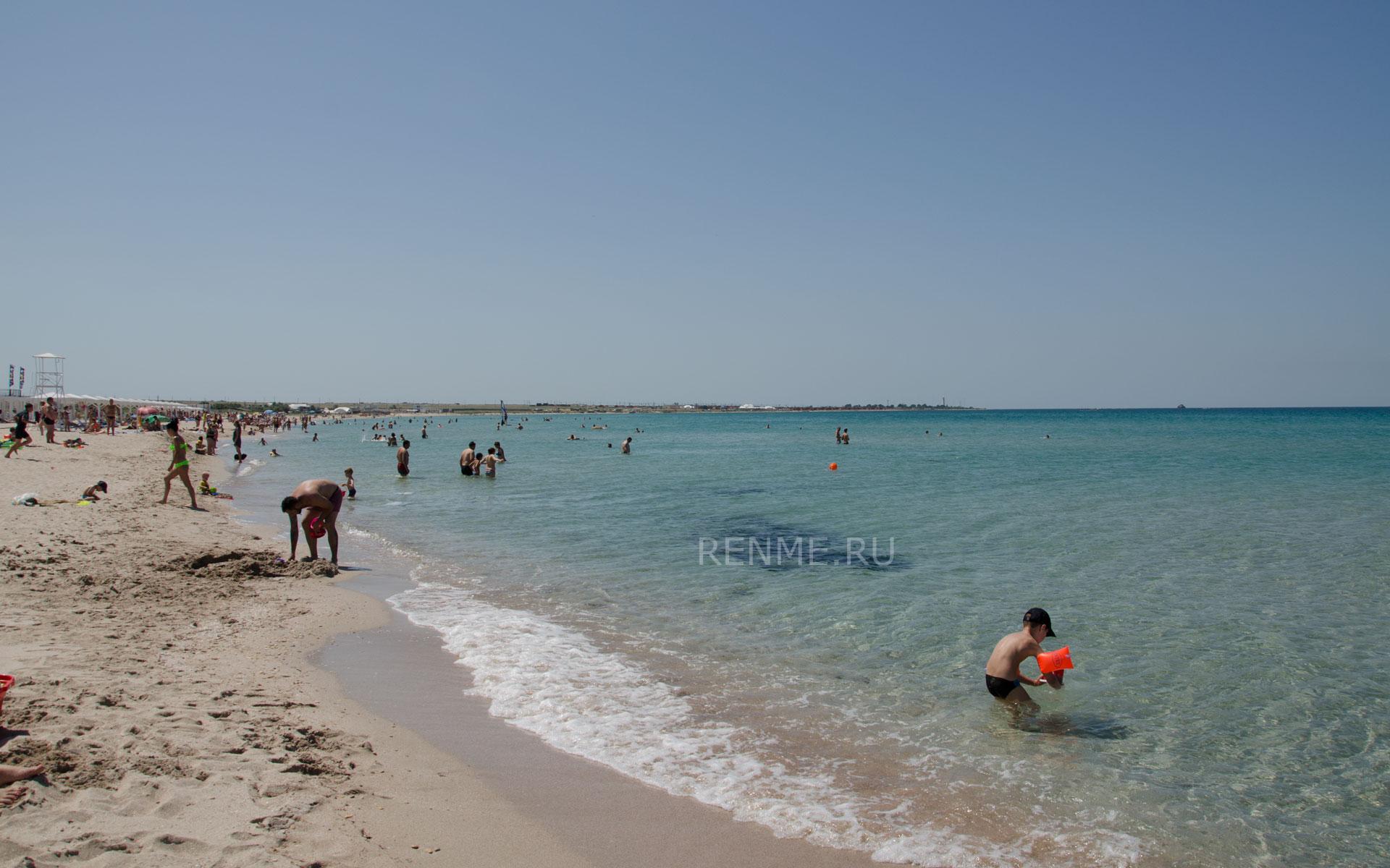 Песчаный пляж на Тарханкуте в Крыму. Фото Оленевки