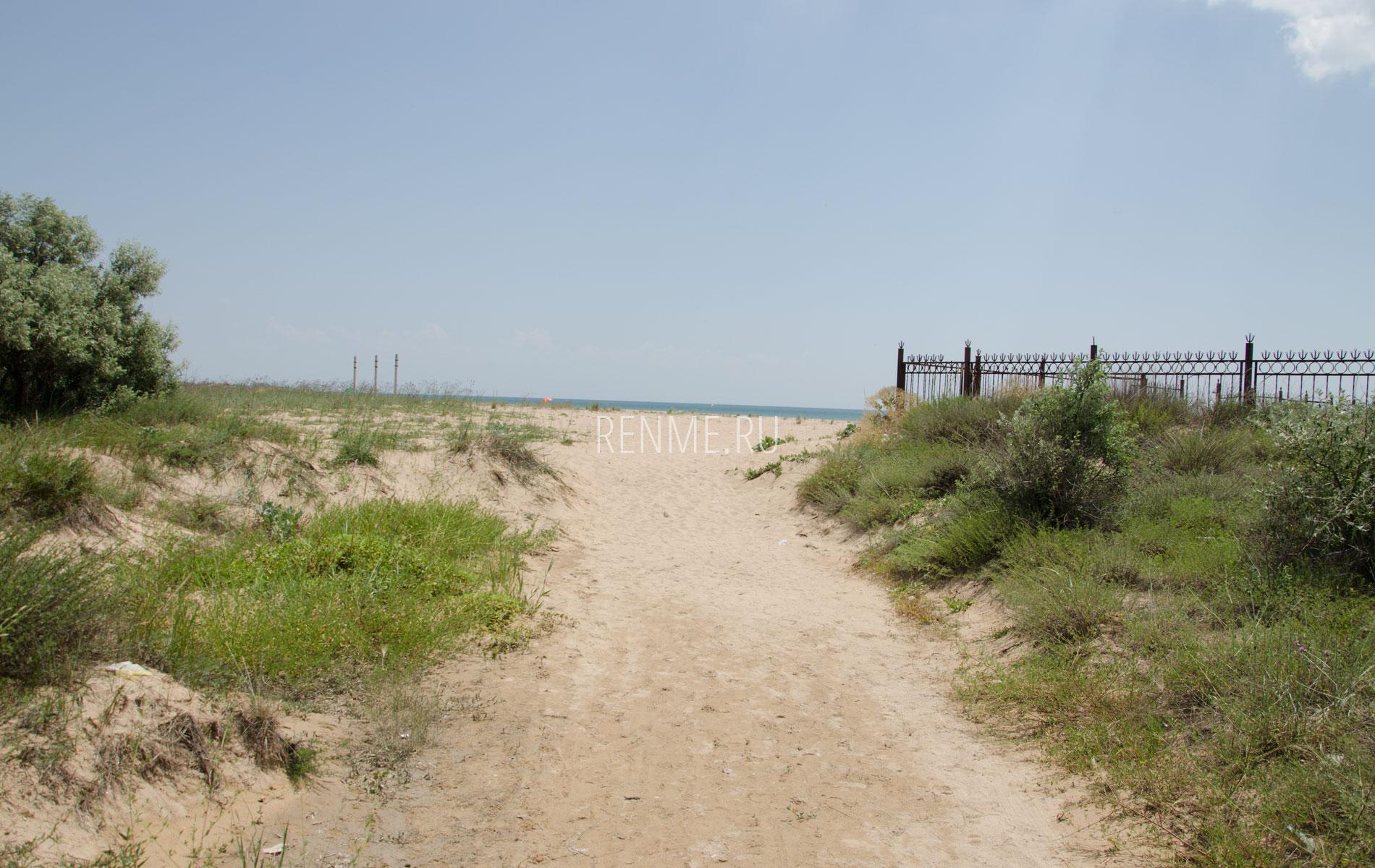 Дорога к дикому пляжу. Фото Молочного
