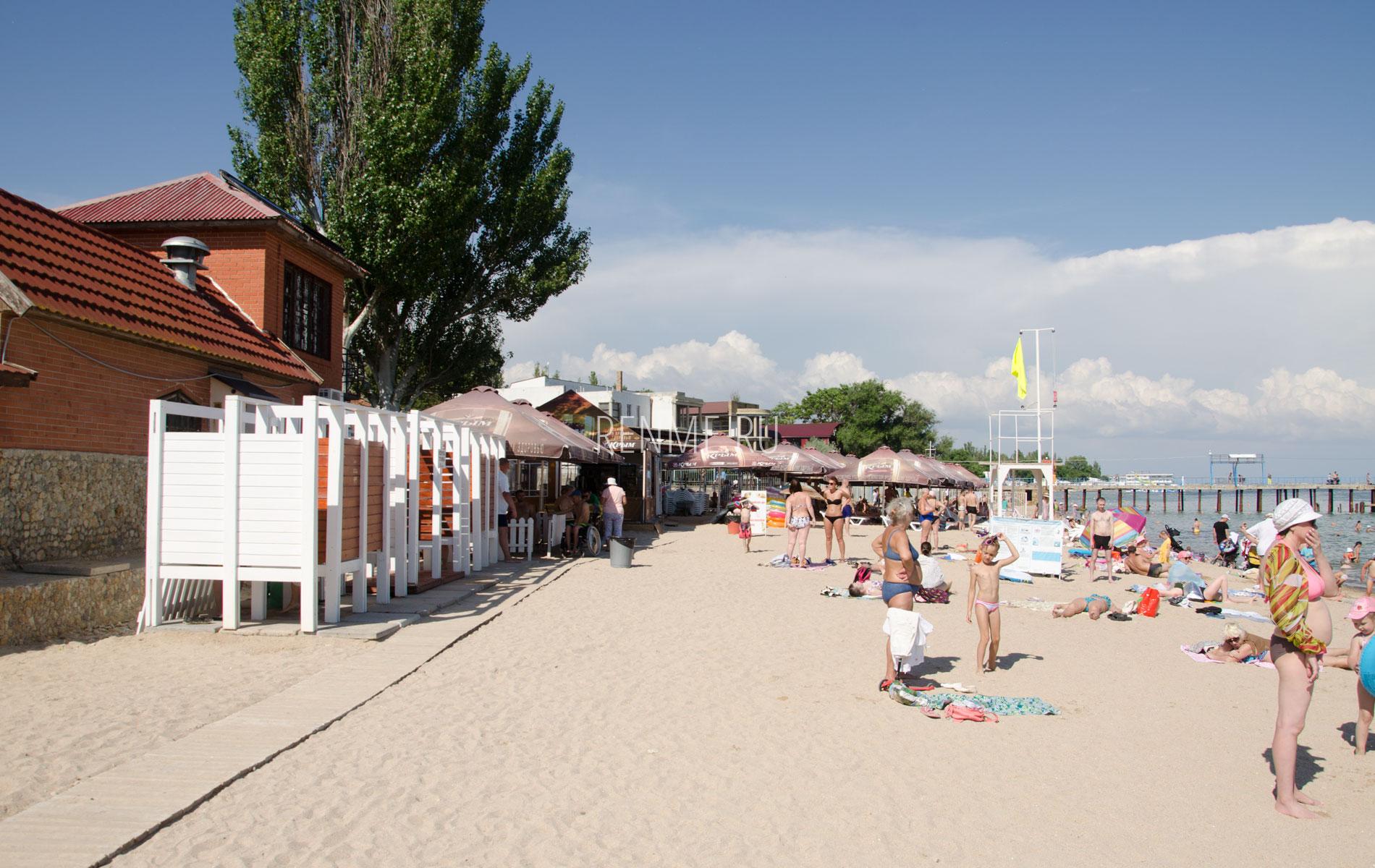 """Пляж с удобствами """"Геркулес"""". Фото Евпатории"""