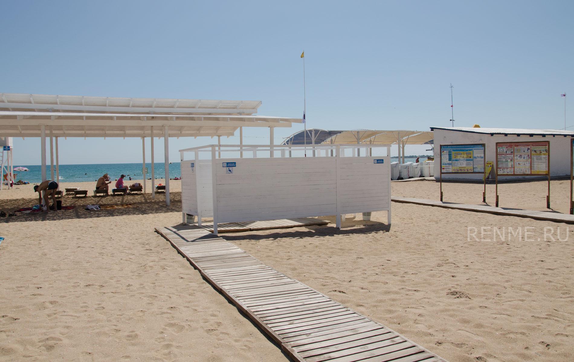 Раздевалки на Евпаторийском пляже. Фото Евпатории