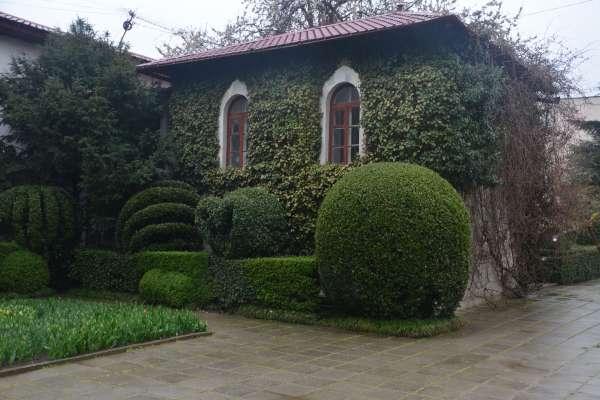 Домик в Никитском ботаническом саду. Фото Никита