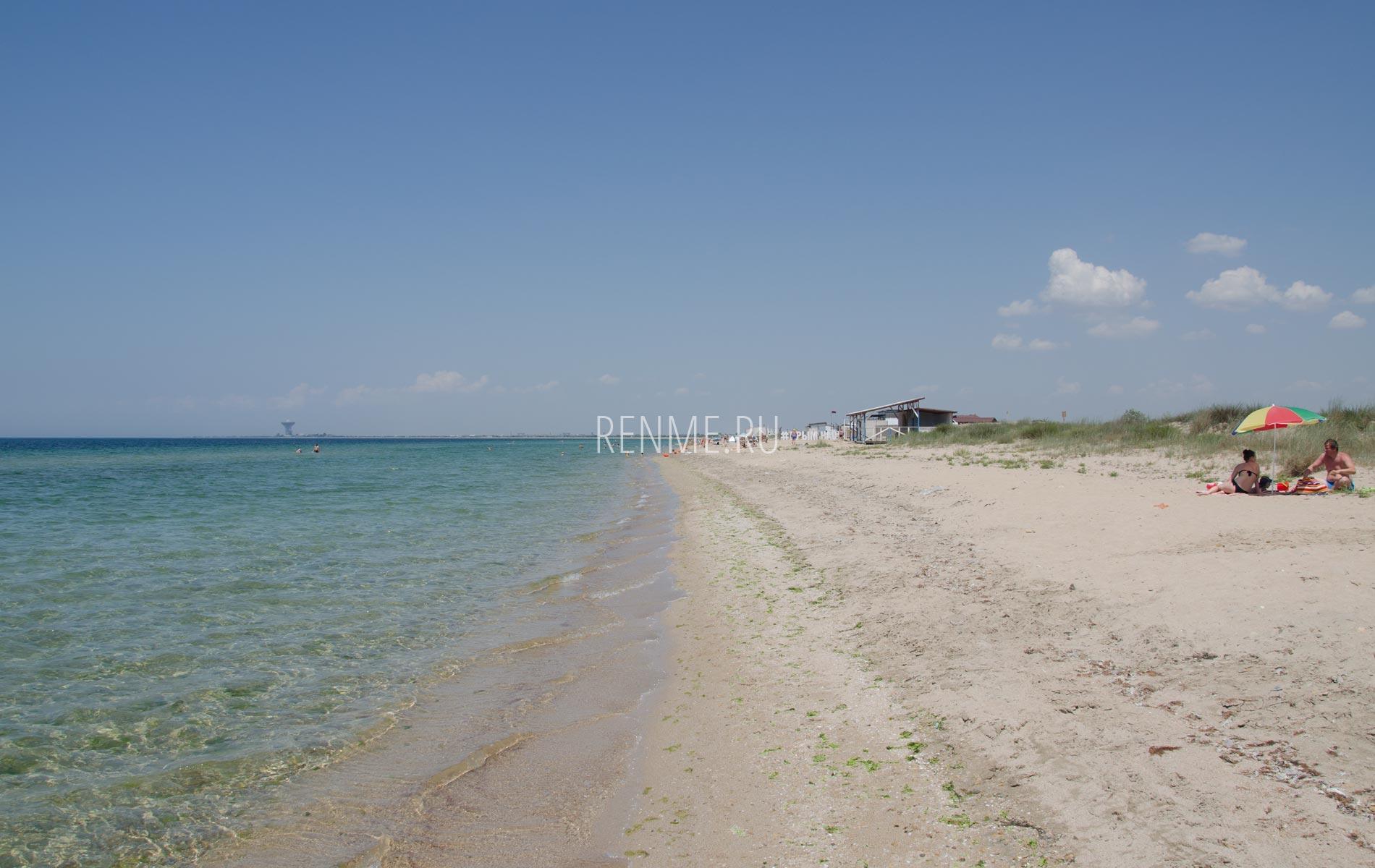 С семьей на дикий пляж в Крыму. Фото Заозёрного