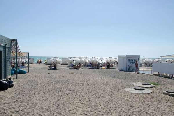 Вид на пляжи с набережной. Фото Новофедоровки