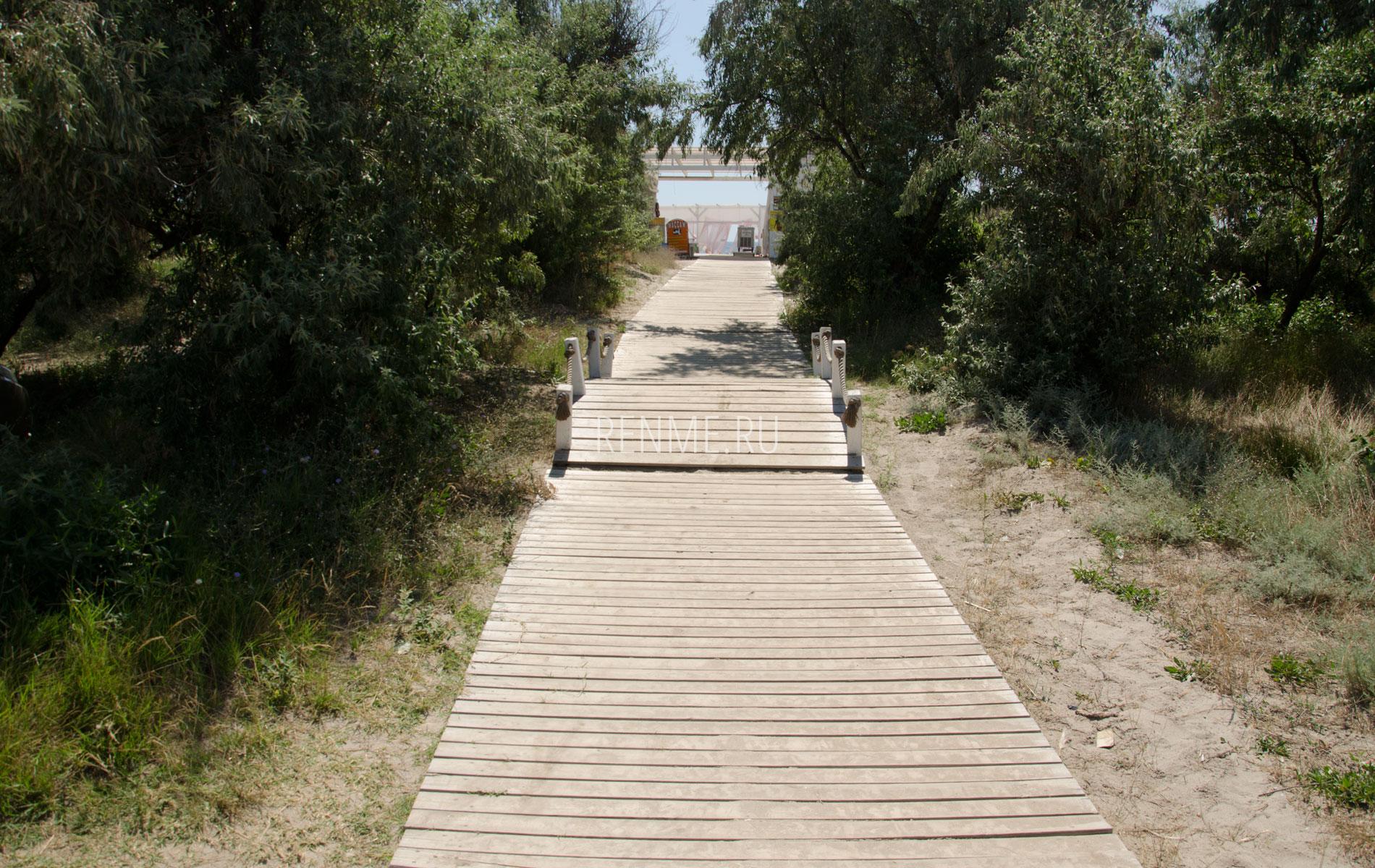 Дорожка к пляжу Краб. Фото Штормового