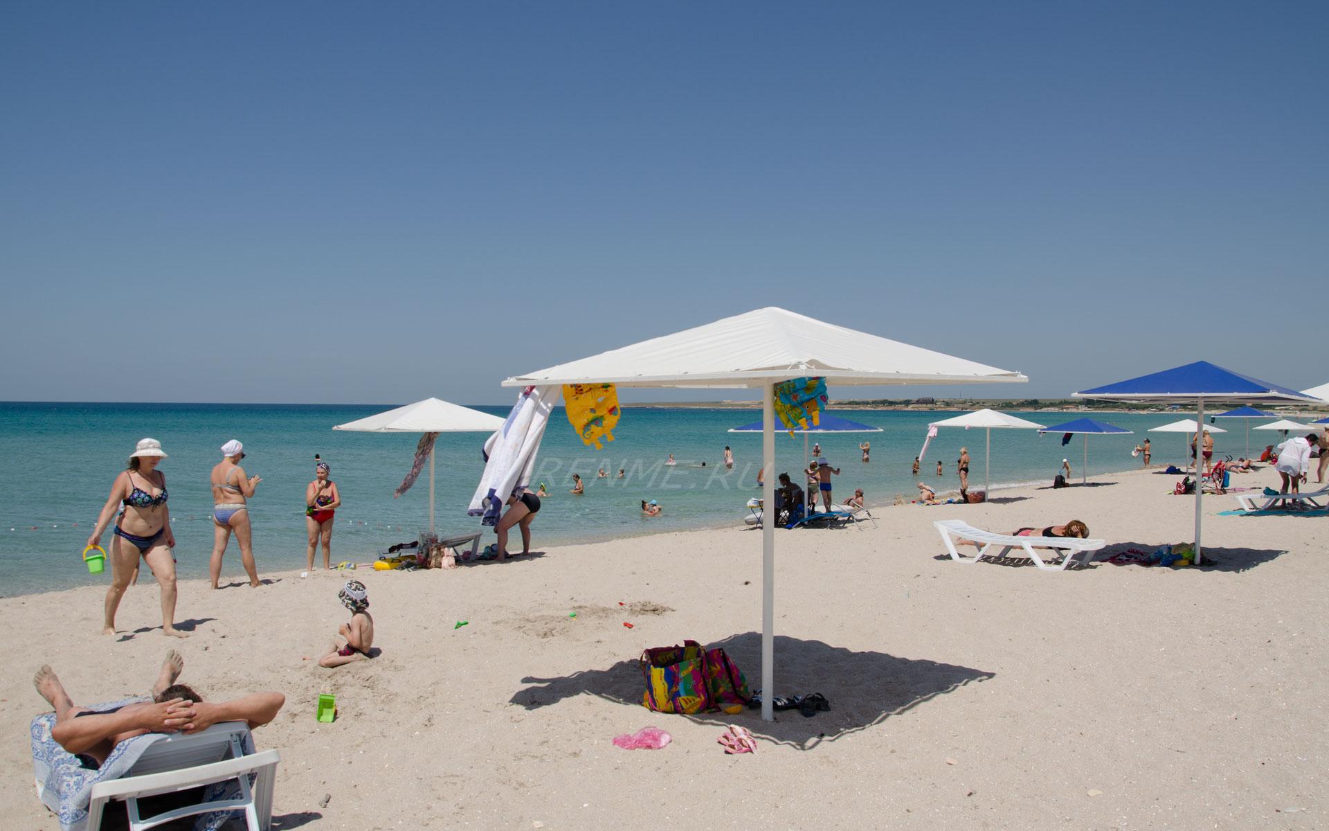 Черное море с песчаным пляжем. Фото Оленевки