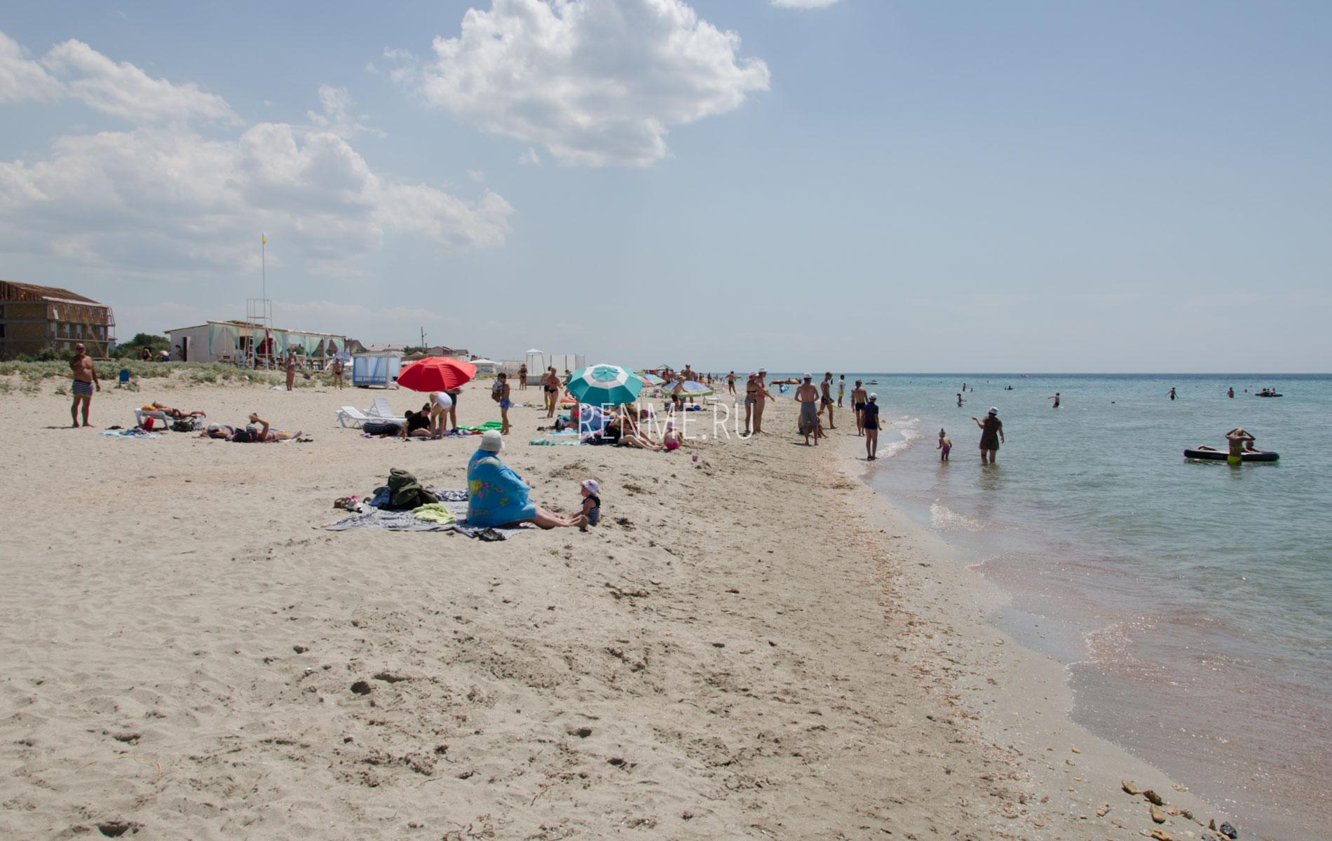 Песчаный пляж в Штормовом, летом 2019. Фото Штормового