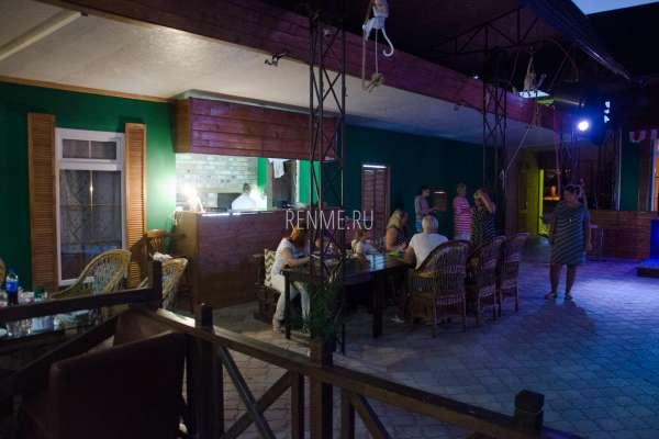 Гости в кафе Аркадия. Фото Заозёрного