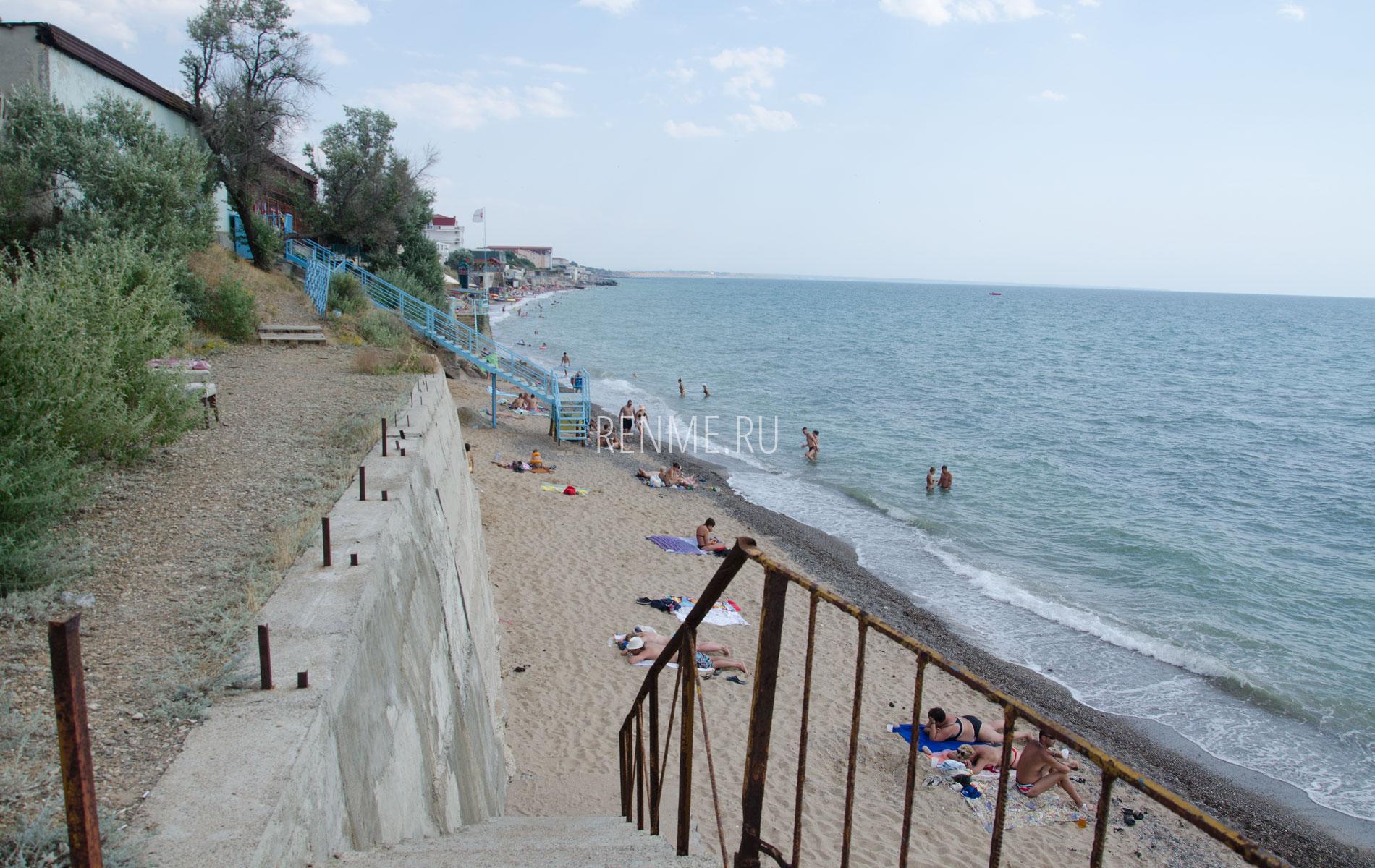 Песчаный пляж в Николаевке летом 2019. Фото Николаевки