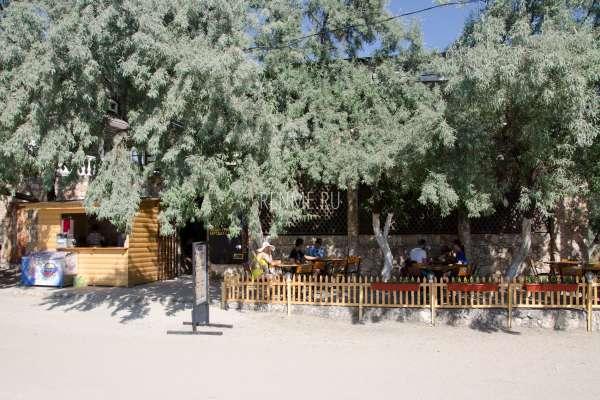 Кафе на пляже Межводного. Фото Межводного