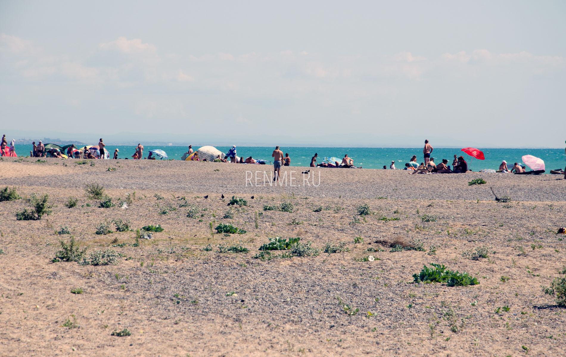Дикий пляж Новофедоровки летом 2019. Фото Новофедоровки