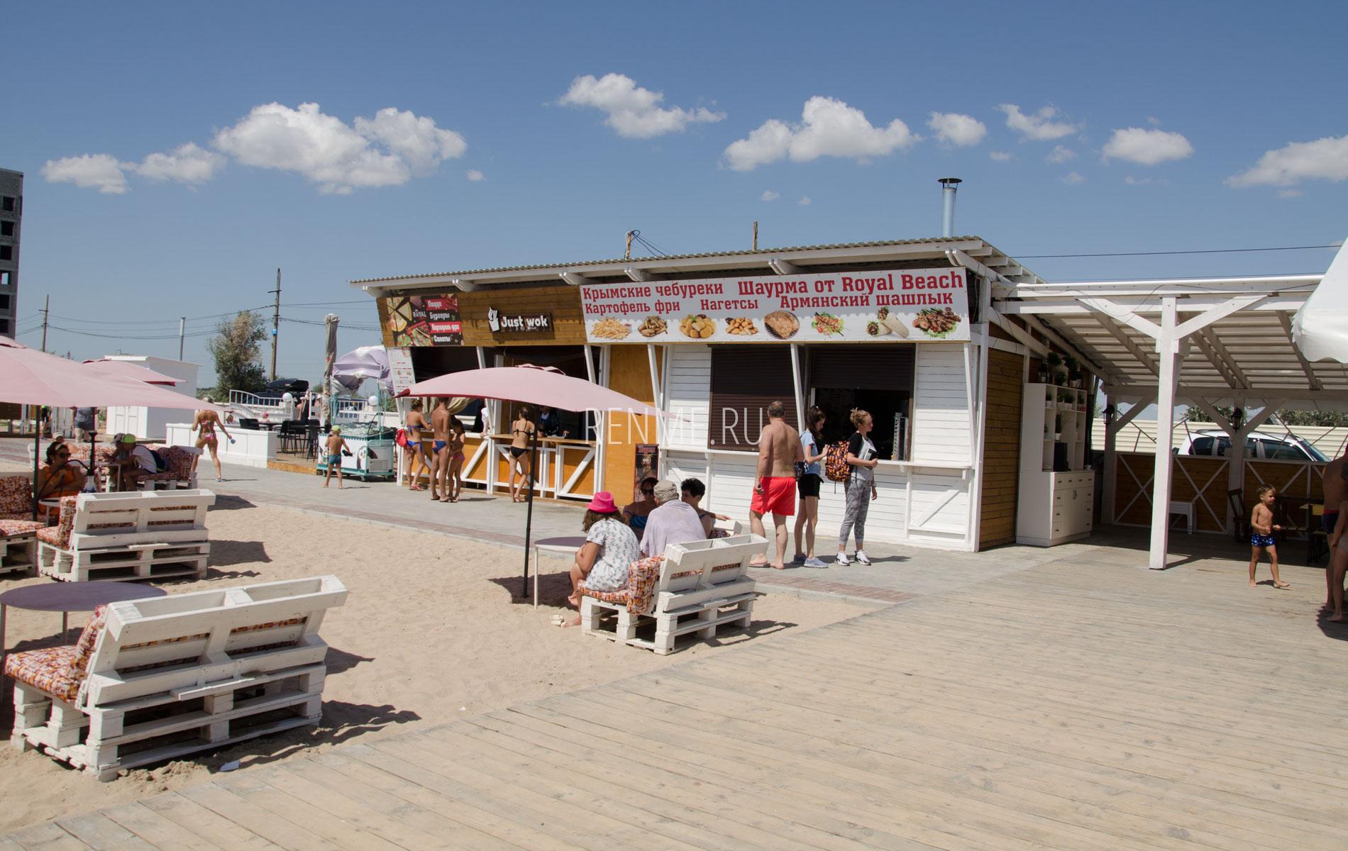 Питание на пляже в Евпатории. Фото Евпатории