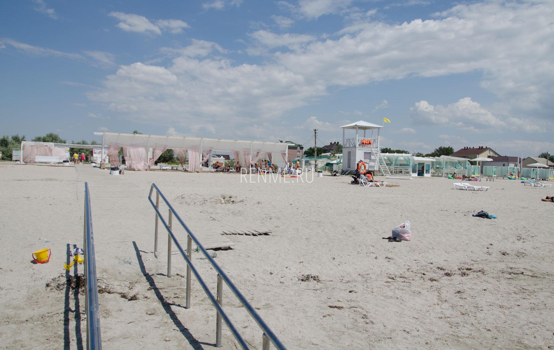 Пляж с белым песком. Фото Штормового