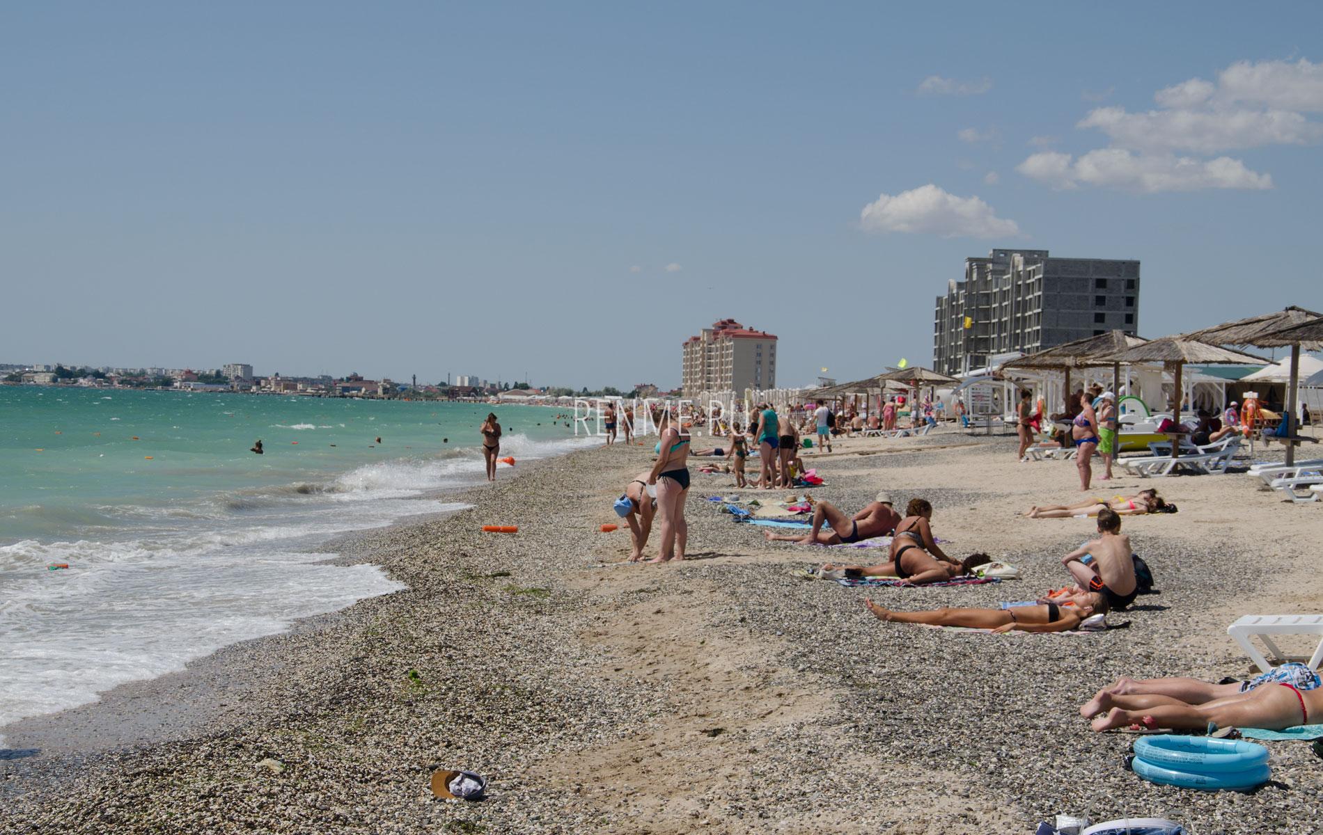 Песчано-галечный пляж в сезон 2019. Фото Евпатории