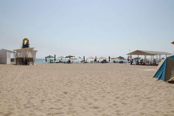 Оборудованный песчаный пляж. Фото Евпатории
