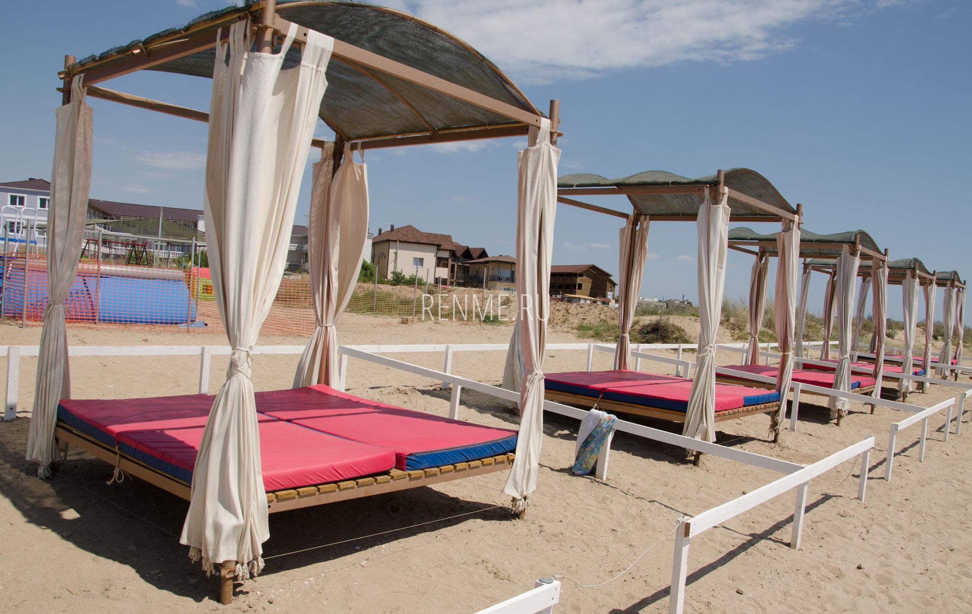 Бунгало на пляже в Крыму. Фото Заозёрного