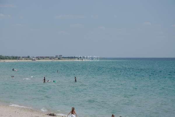 Песчаный берег Крыма в Штормовом. Фото Штормового