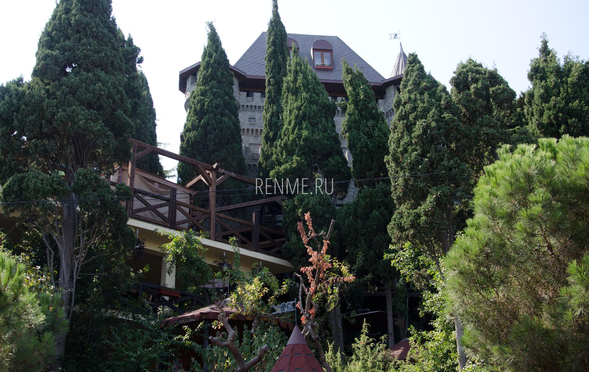 Отель на набережной. Фото Алушты