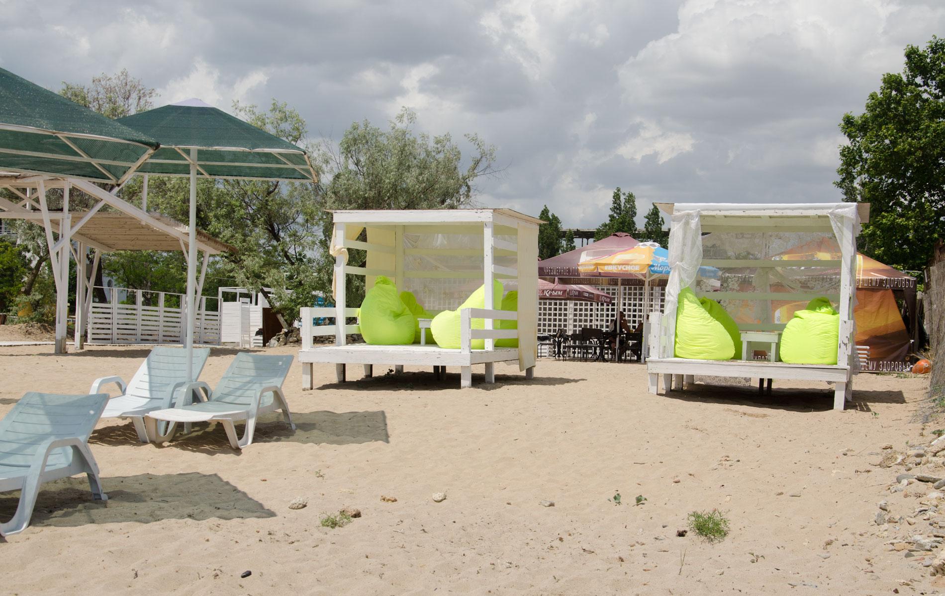 Бунгало на пляже в Заозерном 2019. Фото Заозёрного