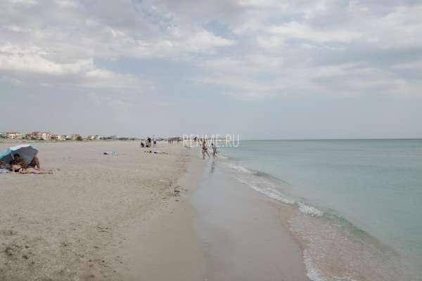 Песчаные пляжи Южной косы. Фото Мирного