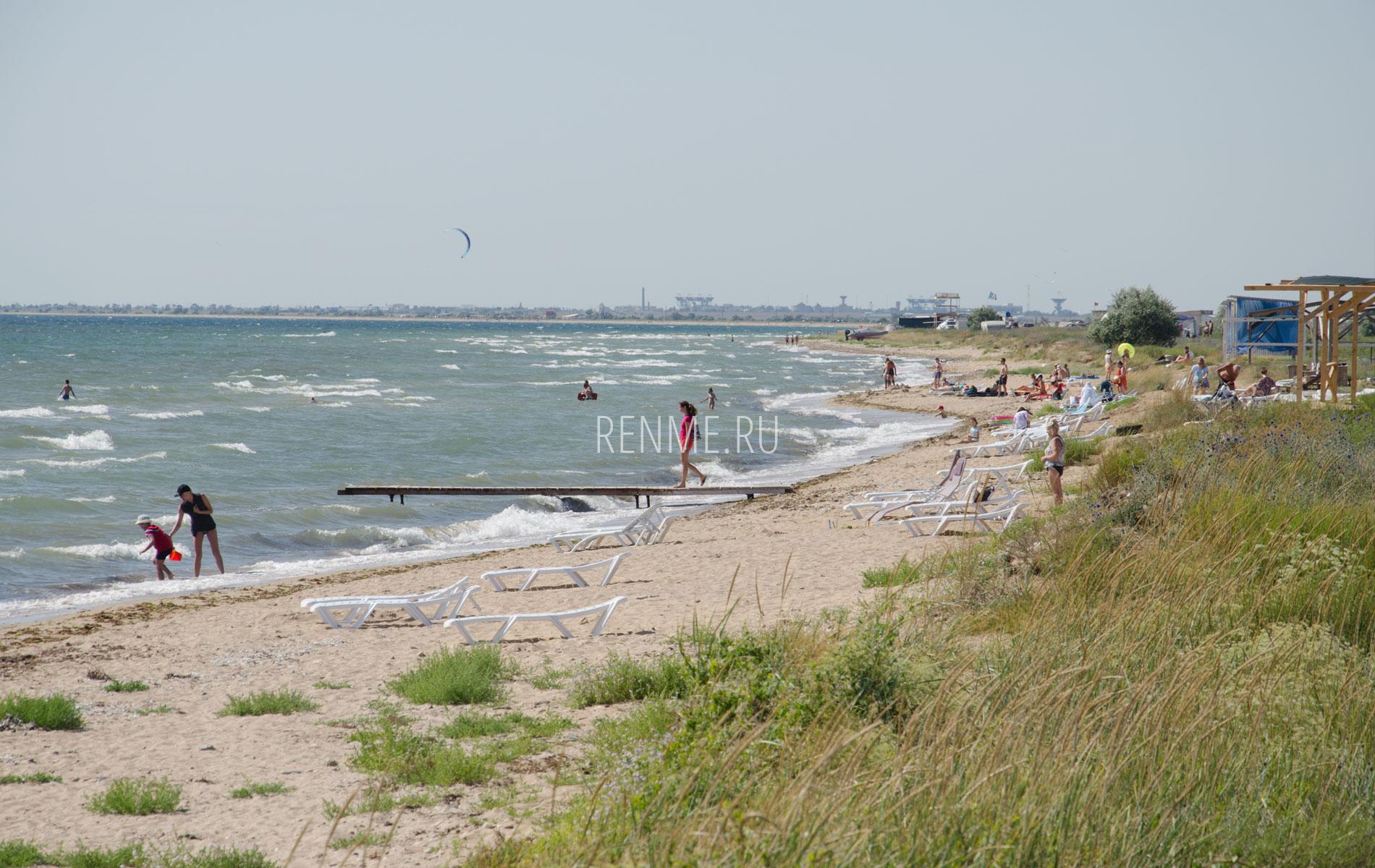 Летний дикий  Крымский пляж 2019. Фото Заозёрного