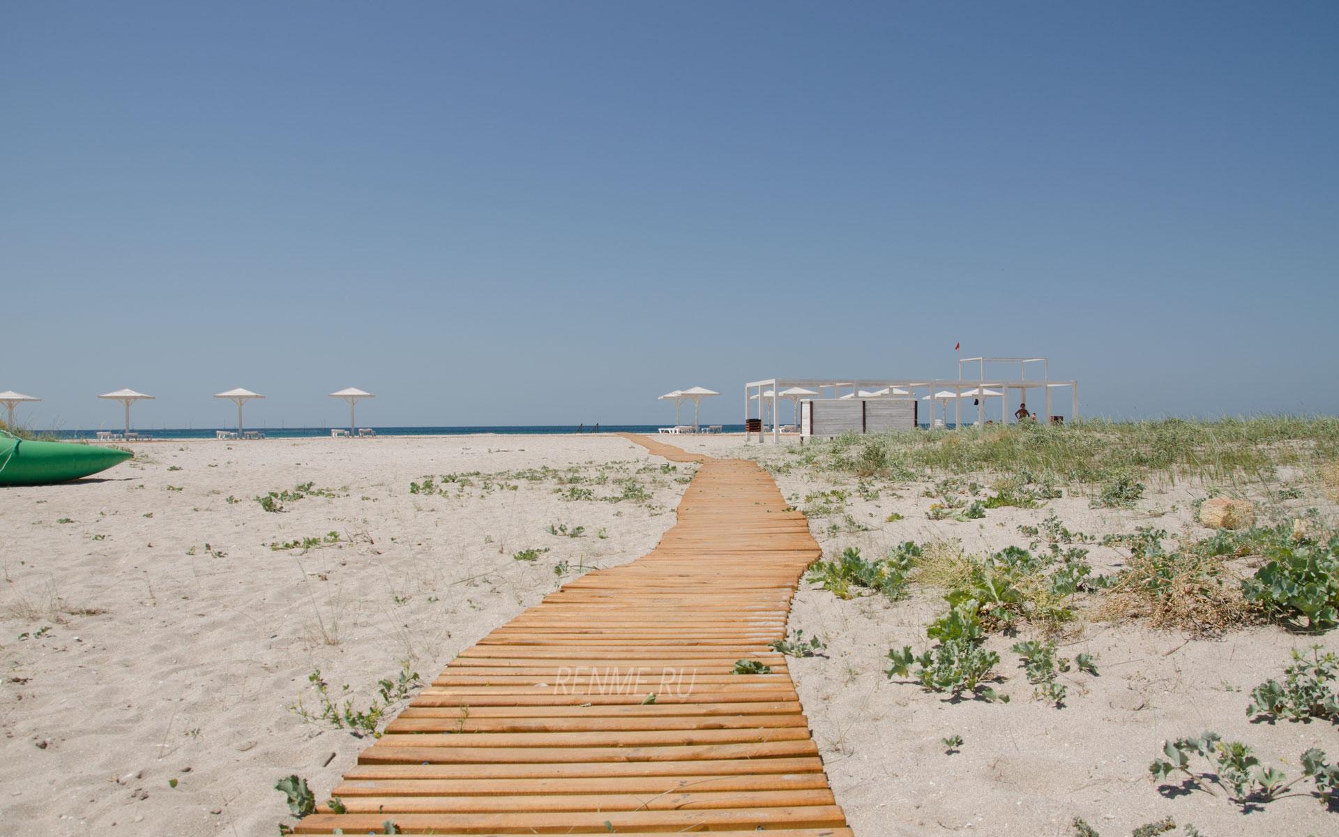 Дорожка на пляже. Фото Оленевки