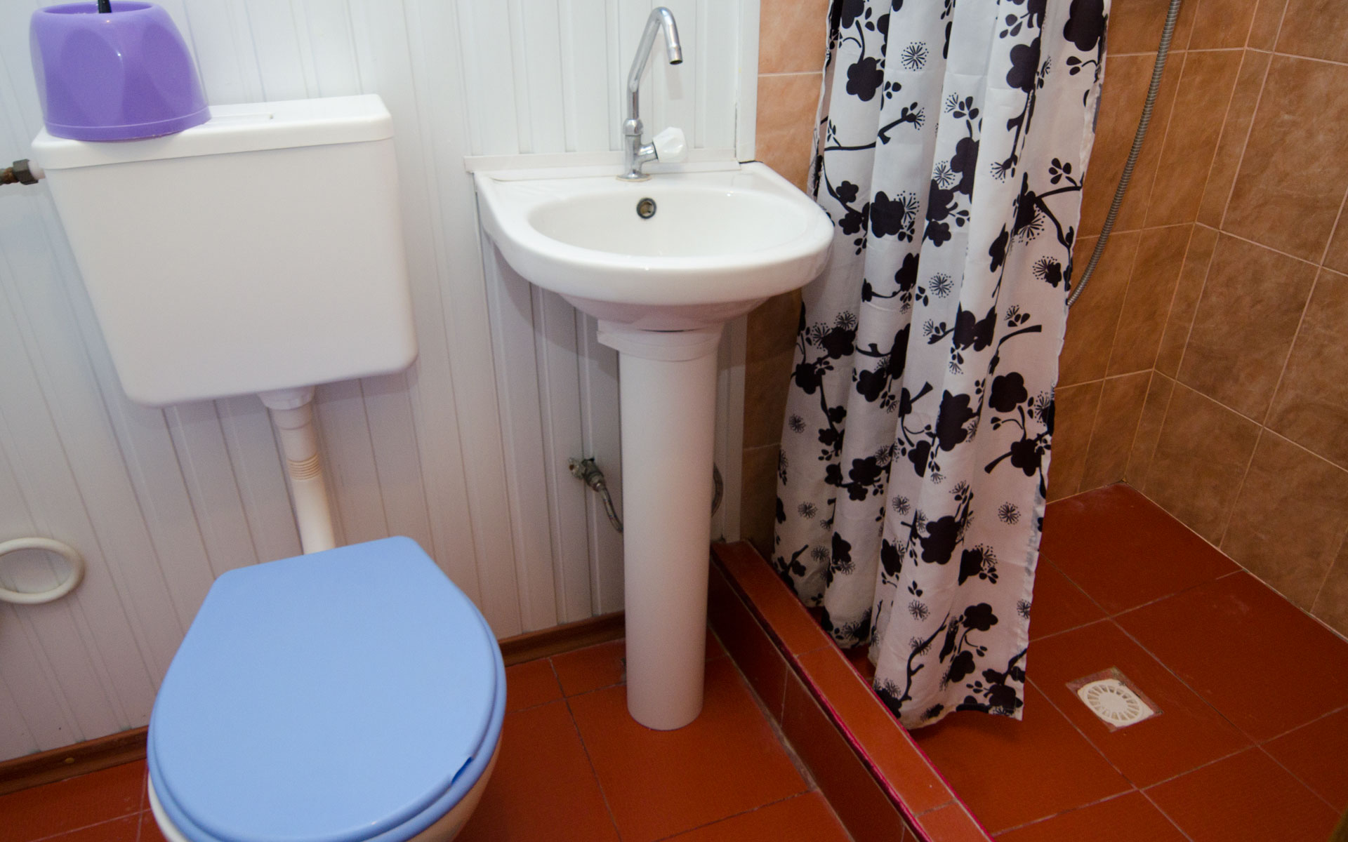 Душ, туалет. Ландыши. Апарт-отель на 8 квартир. Заозёрное