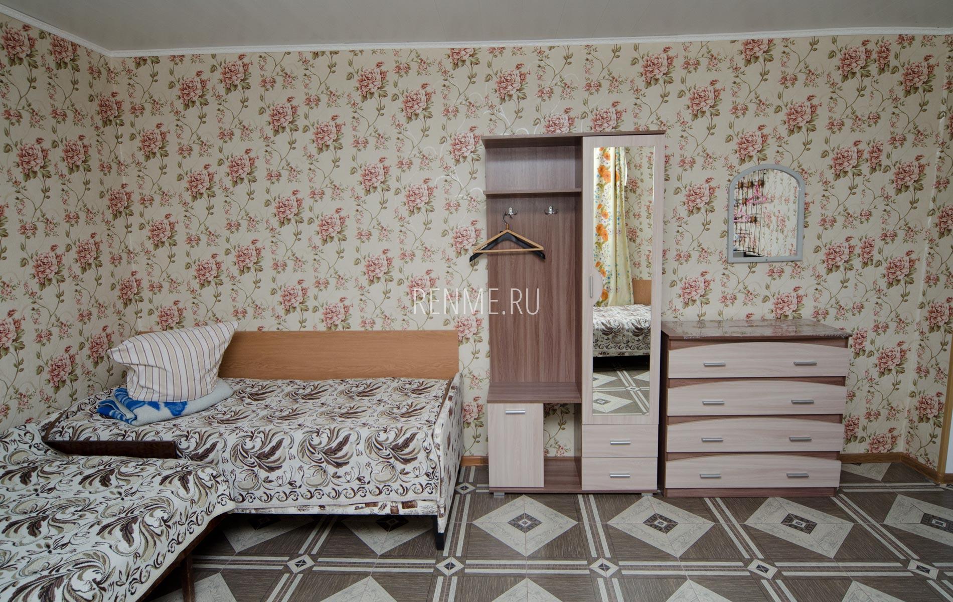 Комната 2. Дом на 8-10 гостей. Номера на Вишневой. Частный сектор Заозёрного