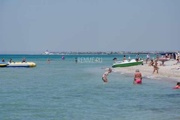 Центральный пляж Штормового летом. Фото Штормового