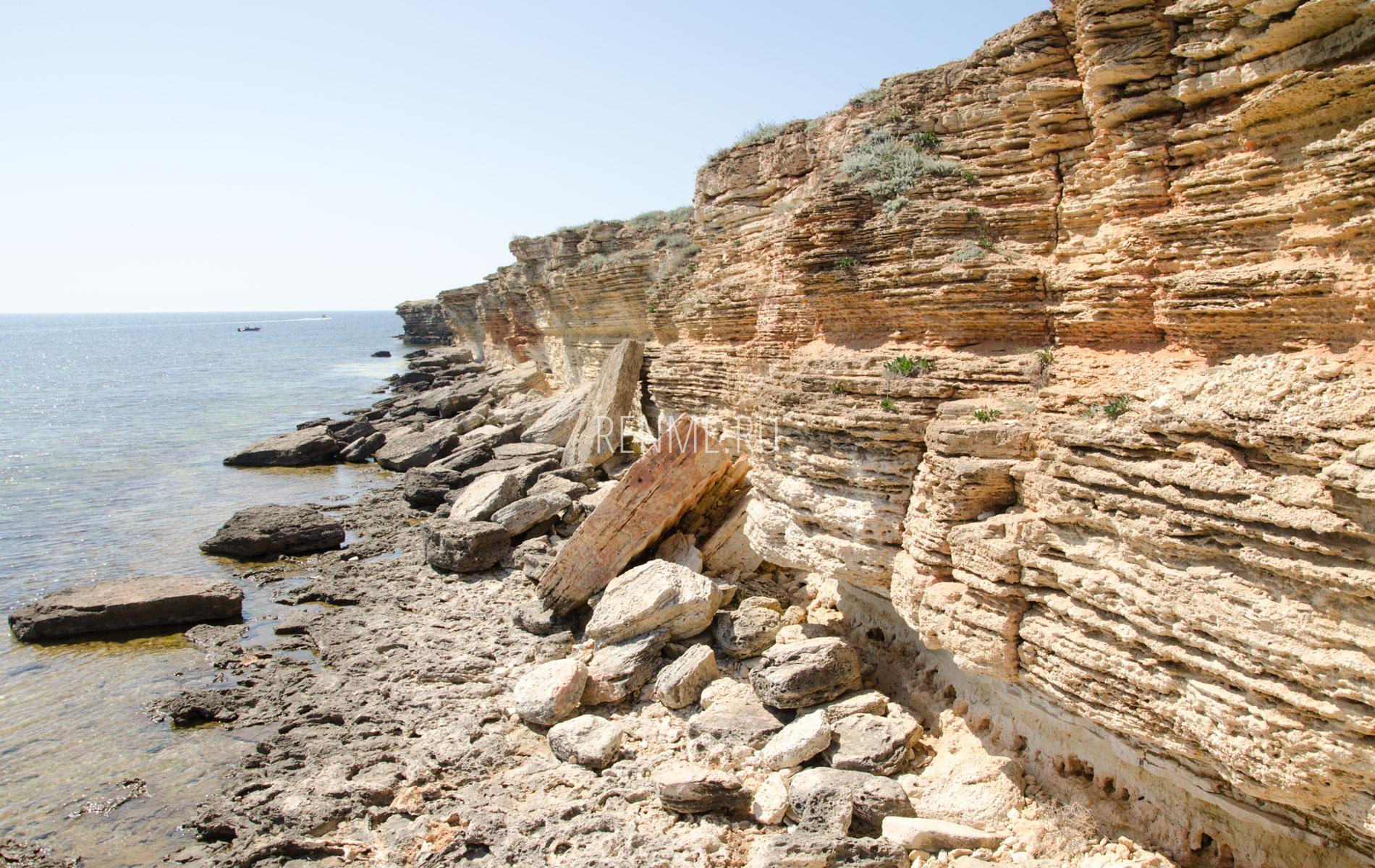 Обрывистый берег Тарханкута. Фото Оленевки