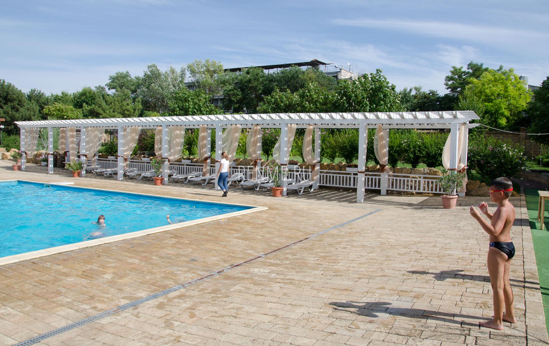 Зона отдыха в Евпаторийском отеле. Фото Евпатории
