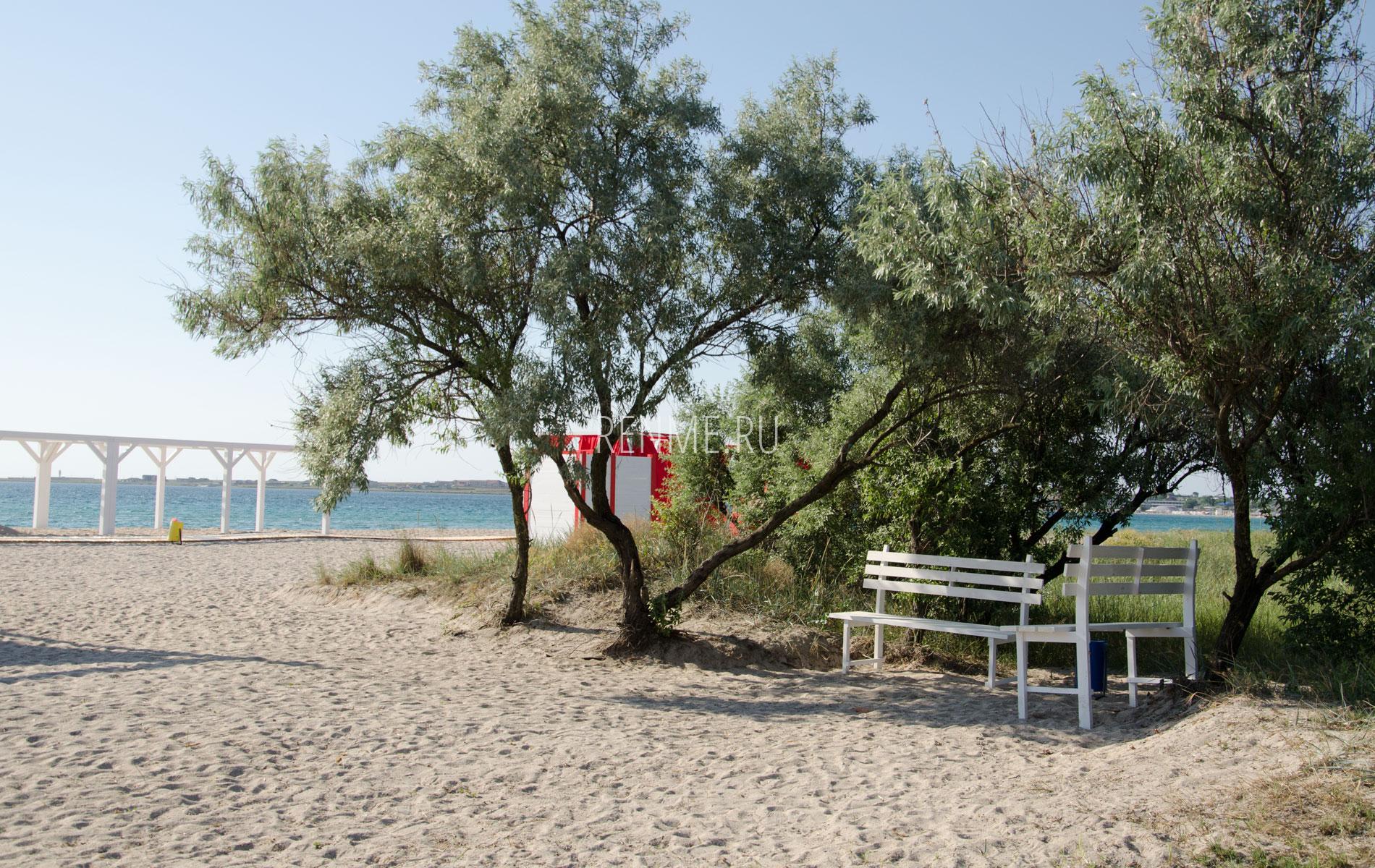 Курилка на пляже. Фото Межводного