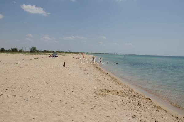 Песчаный пляж в Молочном, лето 2019. Фото Молочного