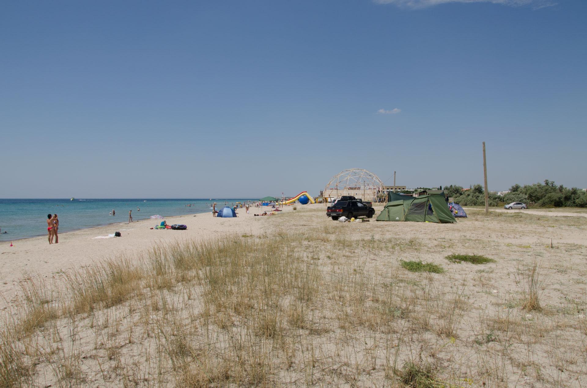 Песчаный дикий пляж в Штормовом 2019. Фото Штормового