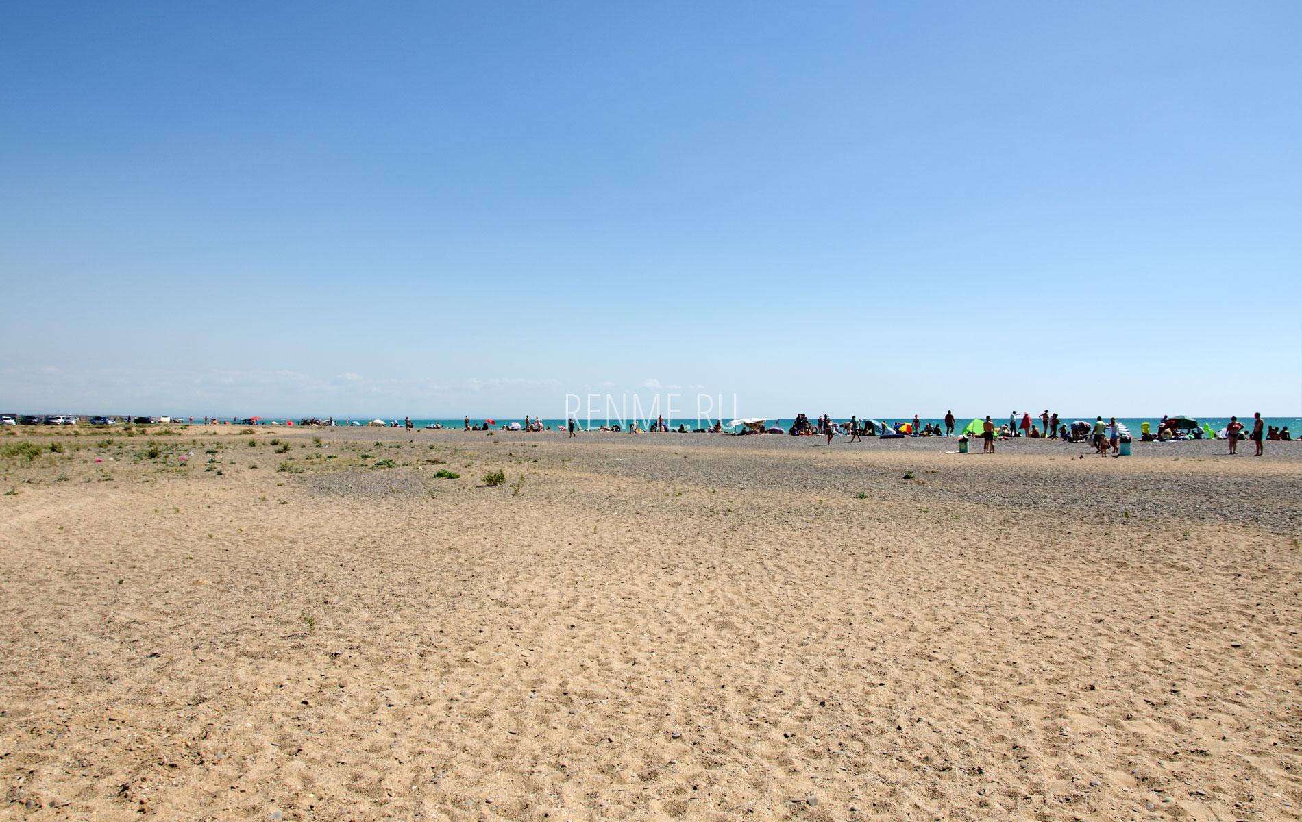 Дикий пляж Новофедоровки в июле. Фото Новофедоровки