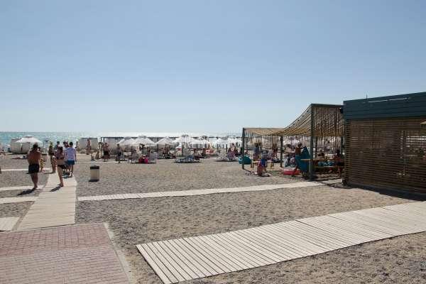 Пляж с удобствами в Новофедоровке. Фото Новофедоровки