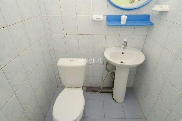 Туалет, умывальник. Фото Заозёрного