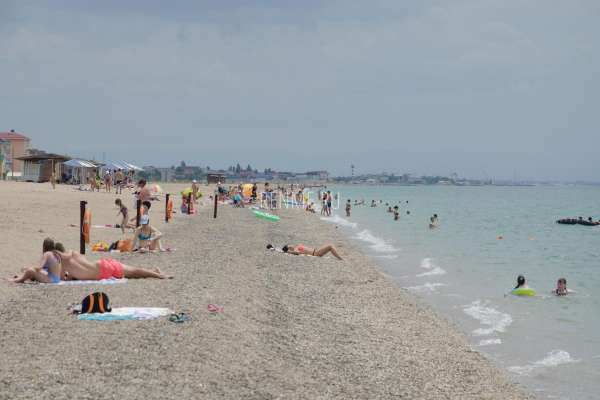 Открытый галечный пляж в Крыму. Фото Прибрежного